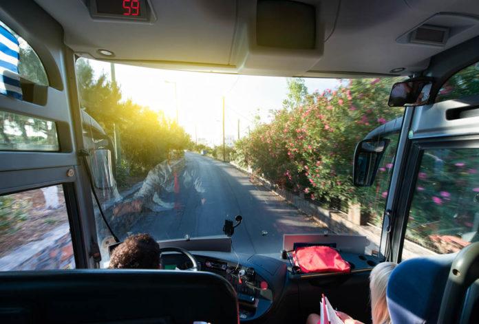 4 motive pentru a apela la închirieri microbuze şi autocare
