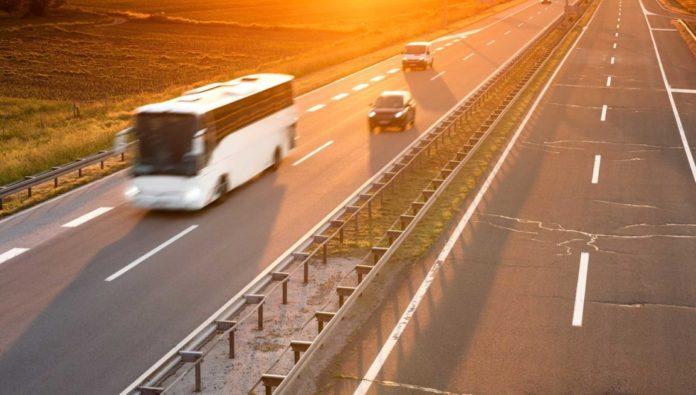 Transcarsrl ofera servicii de inchirieri autocare si microbuze